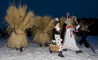 Buttnmandl-mit-Nikolaus-und-Nikoloweibi-a19201226