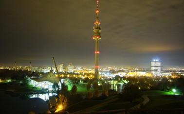 Olympiaturm_bei_Nacht
