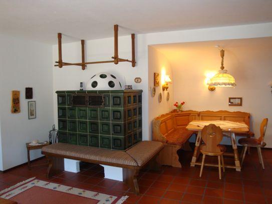 Wohnbereich, mit Kachelofen