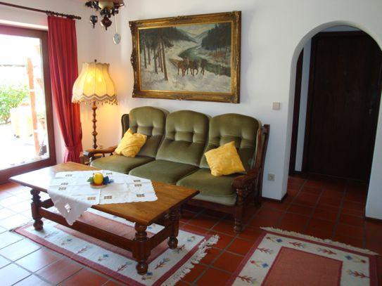 Wohnbereich: Couch, Wohnzimmertisch
